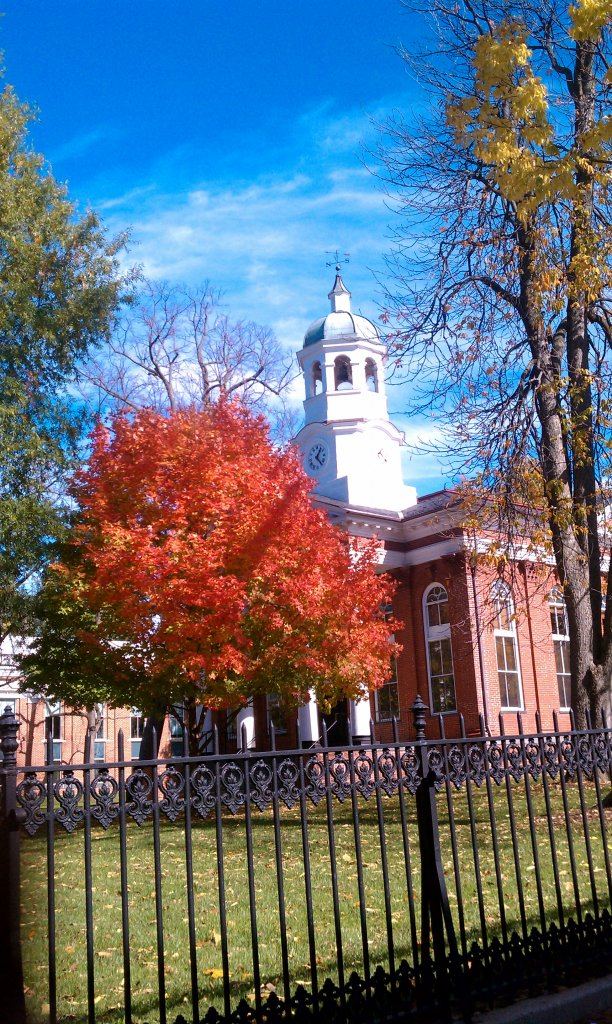 Leesburg Courthouse in Autumn Glory